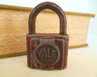 Vintage Padlock Yale Junior Red 50's (item 10)