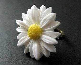 White Daisy Ring. White Flower Ring. Handmade Ring. Daisy Flower Ring. White Ring. Flower Jewelry. Bronze Ring. Handmade Jewelry.