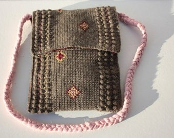 woolen handbag embroidered with cotton. Brown with pink, red and yellow