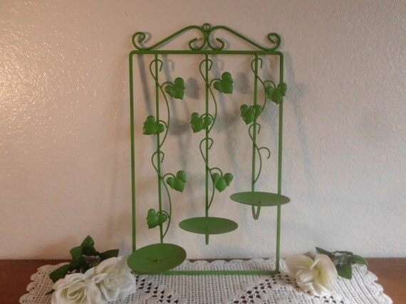 Green Ivy Pillar Candelabra Ornate Scrolled Leaf Wall Hanging Decoration Shabby Chic English Cottage French Country Farmhouse Home Decor