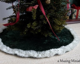 Velvet Christmas Tree Skirt English Ivy in 1:12 Scale for Dollhouse Miniature Roombox