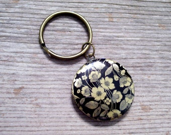 Black Floral Locket Key Chain, Floral Art Image Locket, Round Brass Locket, Antiqued Brass Plated Key Ring