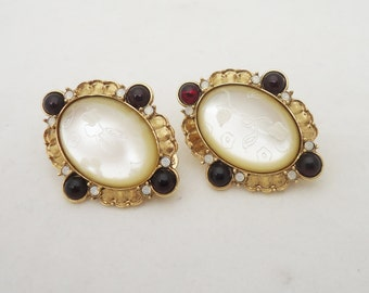 Vintage Mother of Pearls Etched Clip on Earrings, 1920s Earrings, Gold Plated Antique Clip on Earrings, UK Seller