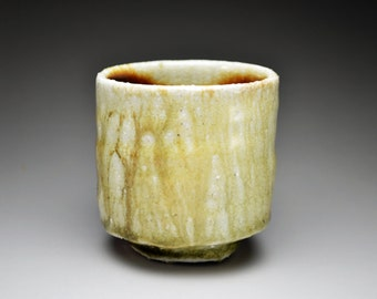 Shigaraki, anagama, ten-day anagama wood firing, with natural ash deposits tea cup. yunomi-11