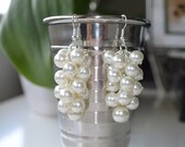 Ivory Pearl Cluster Earrings, Off White pearl earrings, cream chunky earrings, ivory bridal pearl earrings,bridesmaid ivory cluster earrings