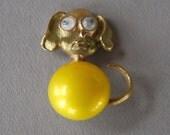 Vintage JJ Dog Brooch Jonette Jewelry Figural Googly Eyes Yellow Cabochon Gold Tone Derpy Dog 1970's // Vintage Designer Costume Jewelry