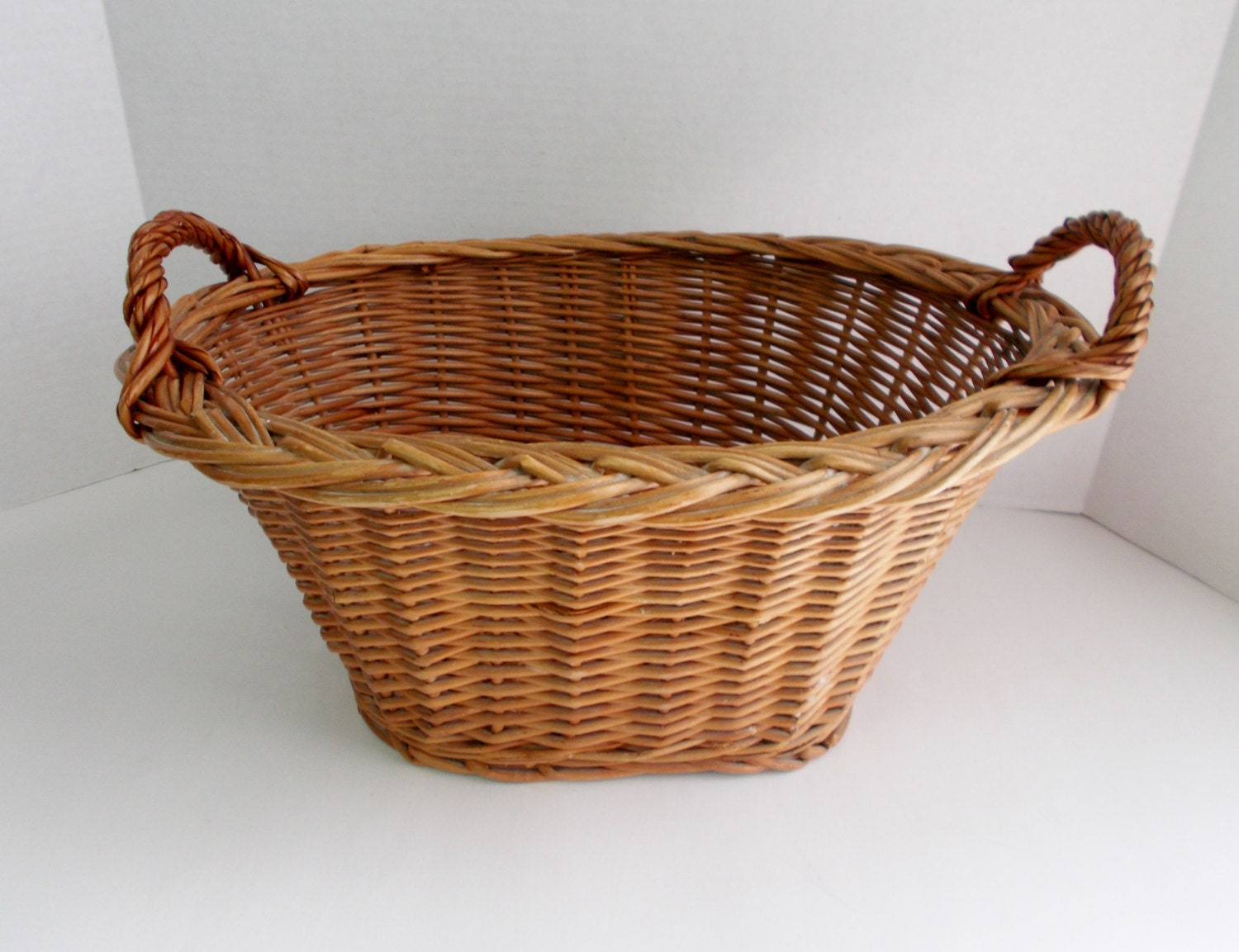 vintage wicker woven basket oval handles 1980 39 s. Black Bedroom Furniture Sets. Home Design Ideas