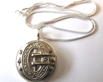 Vintage WESTERN BUCKLE button pendant, collectible Waterbury silver button, 18 inch snake chain