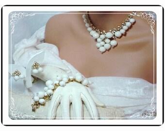 Spring and Summer White Dancing Globes D&E Juliana Parure  Para-773a-010110085
