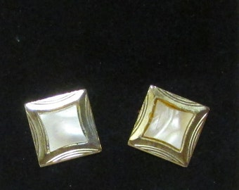 Gold tone Mother of pearl cuff links