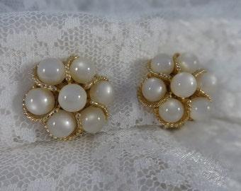 Vintage Jewelry WHITE MOONSTONE Cluster Bead Earrings CLIPBACKS Gold Tone Retro Flower Design