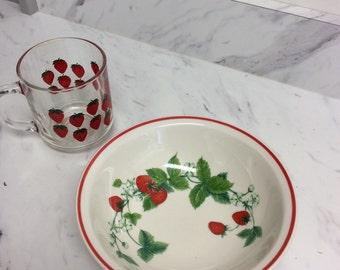 Breakfast with strawberries! Ceramic bowl and glass coffee mug with strawberry motif (2-piece set)