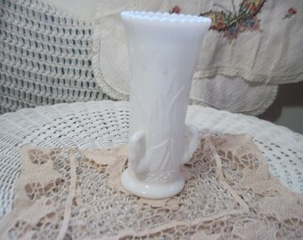 Milk Glass Swans Vase  :)