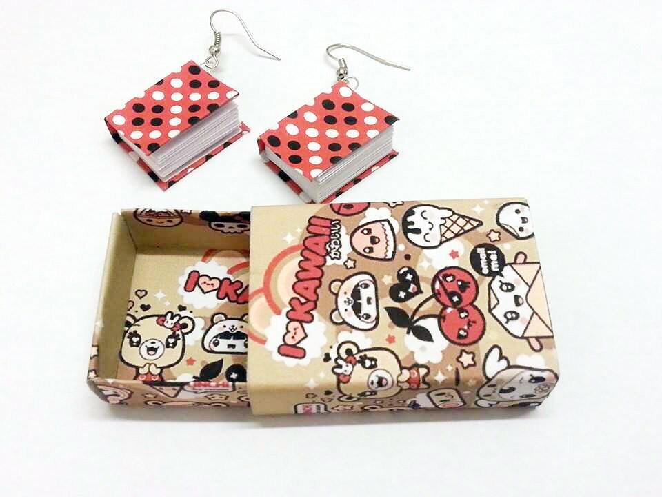 Orecchini mini libro e mini scatolina regalo kawai di - Porta orecchini a libro ...