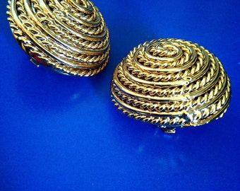 Vintage 1980s Gold Plated Domed Clip Earrings Rope Coiled Robe Design