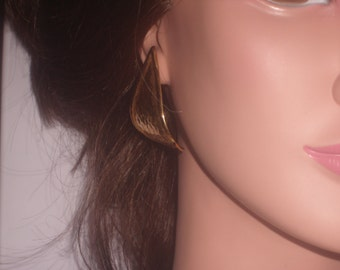 Vintage 70s CURVED GOLD EARRINGS