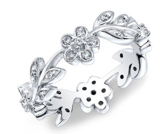 Ladies 18kt white gold floral design wedding band with 0.60 carats G-VS2 natural diamonds