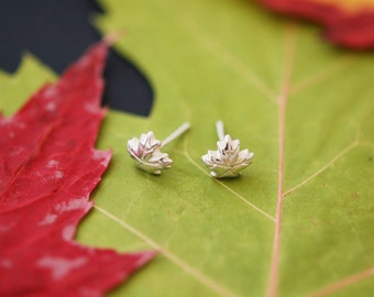 Hand sculpted maple leaves earrings - Silver 925