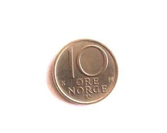 Vintage Sweden 1987  10 ore  coin. Carl XVI Gustaf of Sweden.Coat of arms.  diameter 15 mm. art. 4959. 29th Anniversari,29th Birthday