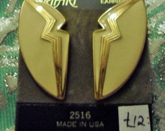 Vintage 1980s Trifari 2516 clip earrings goldtone & cream enamel  *UNWORN* nos
