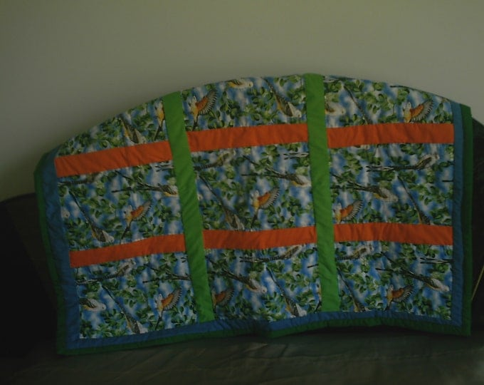 Bird Wall Hanging (green), Mini Quilt, Lap Quilt, Wall Hanging or Bird Quilt