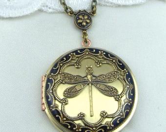 Dragonfly Locket.Vintage Brass Locket, Valentine Gift For Her,Dragonfly Pendant, Dragonfly Necklace. Wedding Locket.