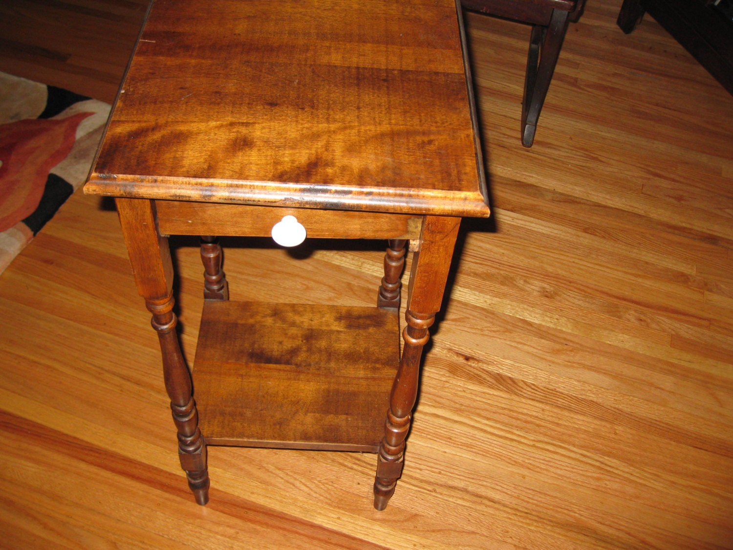 Local pick up antique end table from the early 1900s 28 for Table th bottom