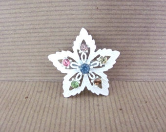 Vintage Flower Brooch, 1970's Enamel Flower Brooch, Pin, White Flower Brooch, 1970's Brooch, Jewelry