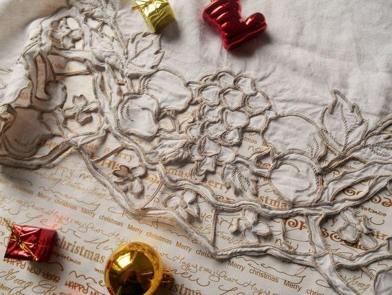 Victorian White French Linen Runner Fruit Hand Embroidered Cut Work Handmade #sophieladydeparis