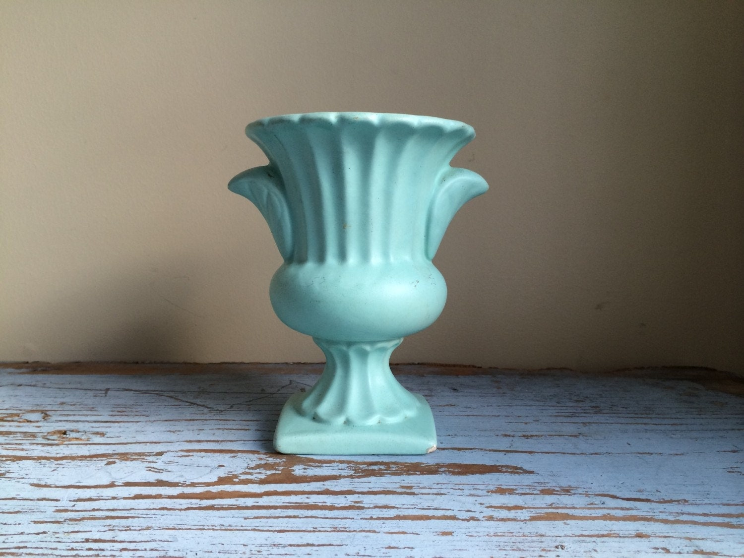 vintage aqua vase with shabby chic style. Black Bedroom Furniture Sets. Home Design Ideas