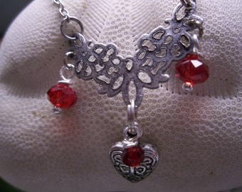 Romantic Antique Silver Heart Pendant Necklace. An exquisitely feminine design for that special someone in your life.
