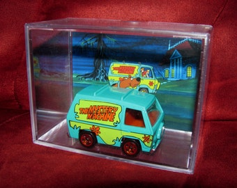 "Scooby Doo and The Gang Mystery Machine Collectible Display/Cool Unique Item up for grabs!""we combine shipping"""