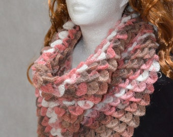 Crochet shawl 'Dragon scales'