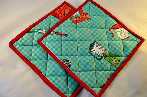Pot Holders/Pair/Quilted/Mats/Green and Red