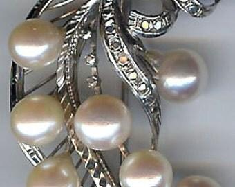Hallmarked Elegant Vintage White GOLD Dimensional Multi PEARL Brooch PIN