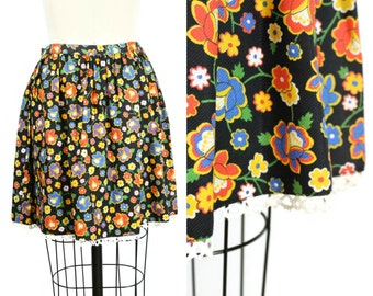 SALE 1970s Black Floral Mini Skirt / 70s Skater Skirt with Lace Trim