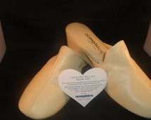 Vintage OOmphies Granada Classic Bone Leather Slippers/ Shoes (1980s) Size 9 (New Old Stock)