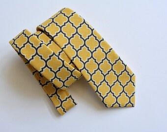 Boys necktie-yellow and gray lattice design