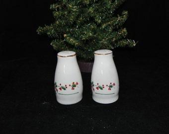 Porcelain Christmas Holly Salt And Pepper Shaker Set Holiday