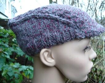 Knitted Schiebermützer from grey red Tweed yarn