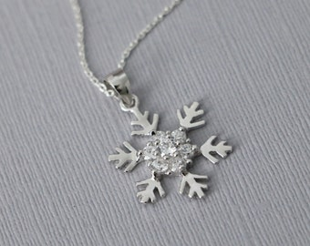 Sterling Silver Snowflake Necklace, Winter Necklace, Winter Wedding Necklace, Bridesmaid Necklace, Snowflake Necklace, Christmas Necklace