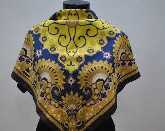 Vintage RETRO pattern scarf...(641)
