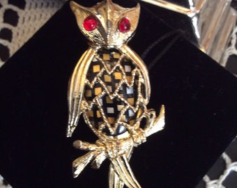 Vintage Owl Brooch  Red Eyes Gold Tone- Red Rhinestone Eyes-Owl Collectibles-Vintage Costume Jewelry