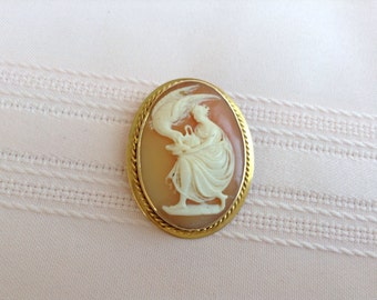 Antique14K Gold Hebe and the Eagle Cameo EXCELLENT condition brooch