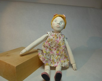 Doll articulated earthenware as formerly. Red hair, two small pink knots.