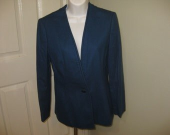 REDUCED by 20.00, Pendleton WOOL Petite Size 8,  1980's Blazer, No Collar Style, Side Pockets, Single Button Closure.