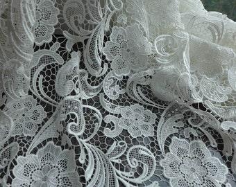 Whtie venice lace fabric classical style embroidered fabric for fashion dresses, wedding, garments