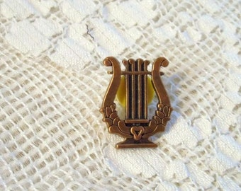 HARP with Heart Pinback Pin-Harp Tie Tack- Hat Pin- Lapel Pin- Unique Style- Very Detailed- Music- Musician- Vintage Gold Tone Ornate Pin