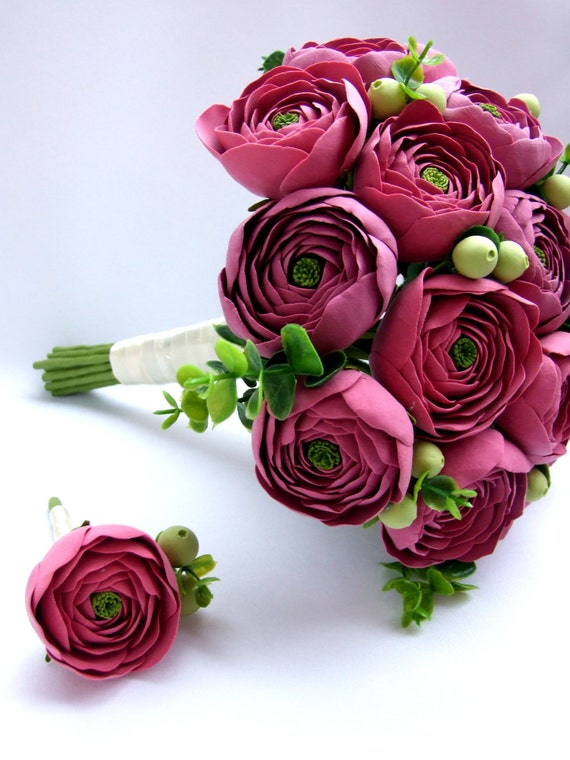 Clay wedding bouquet and boutonniere set, Bridal bouquet with ranunculus and green berries, Natural look bouquet
