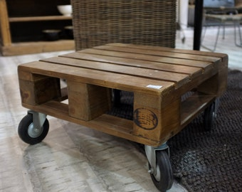 Small industrial pallet table